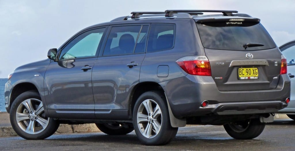 Toyota Kluger grey back side view