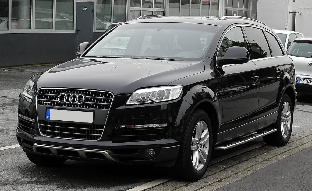 Audi Q7 side-front view