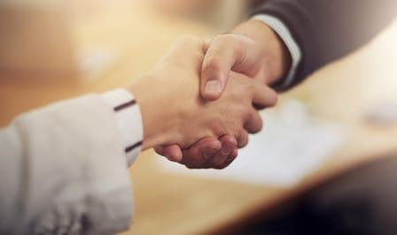 2 hands closing a deal